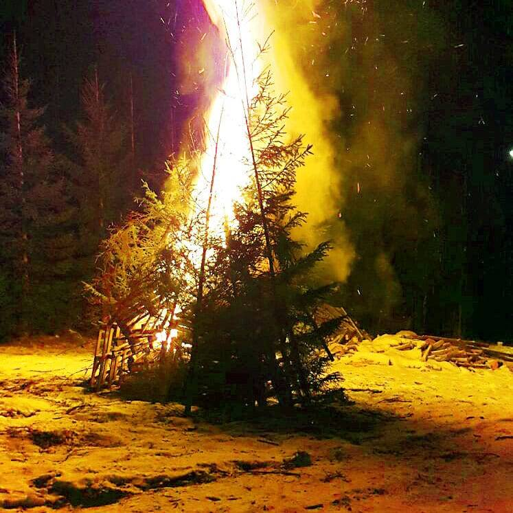 cazare baisoara foc tabara