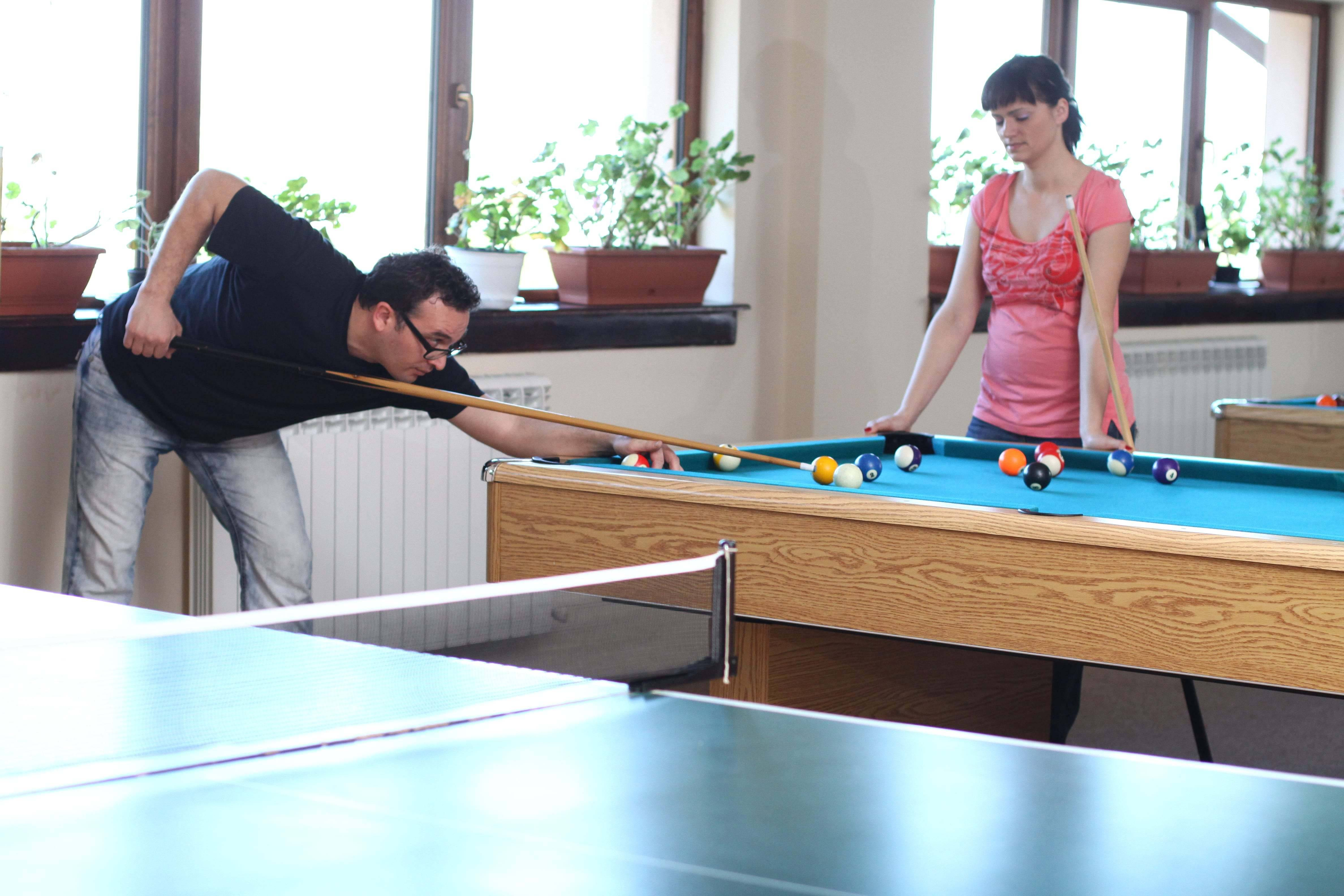 jocuri ping pong fotbal biliard ieftin cazare baisoara pensiune skiland munte
