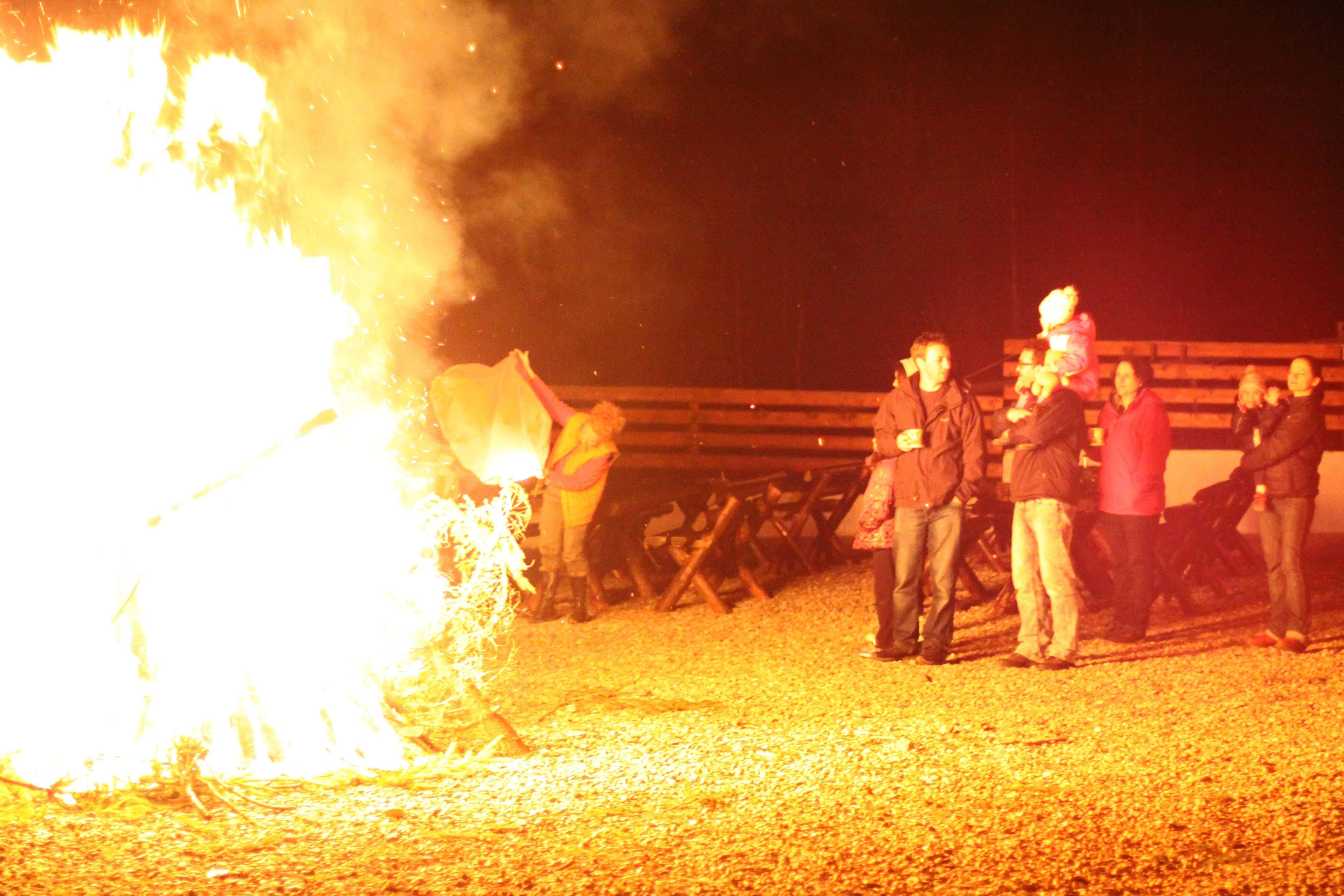 foc tabara aventura cazare baisoara pensiune skiland ieftin cluj munte gratuit traditional