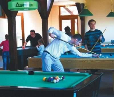 jocuri ping pong biliard ieftin cazare baisoara pensiune skiland munte