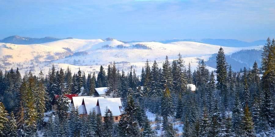 iarna partie ski aventura cazare baisoara pensiune skiland ieftin cluj munte gratuit traditional