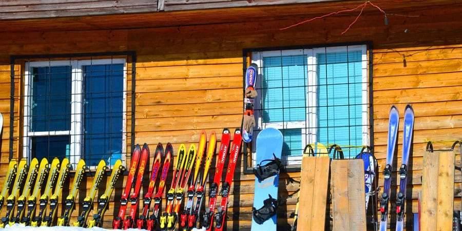 iarna pista ski aventura cazare baisoara pensiune skiland ieftin cluj munte gratuit traditional