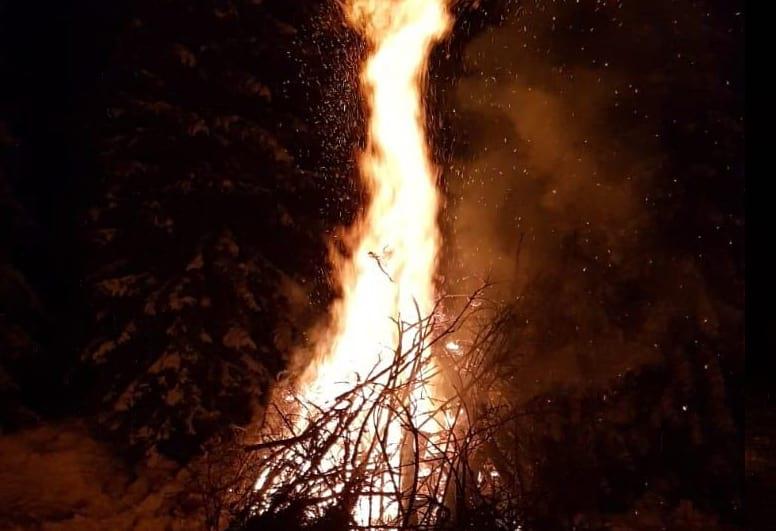 activitati-foc-tabara-skiland-baisoara-pensiune-baisoara-apuseni