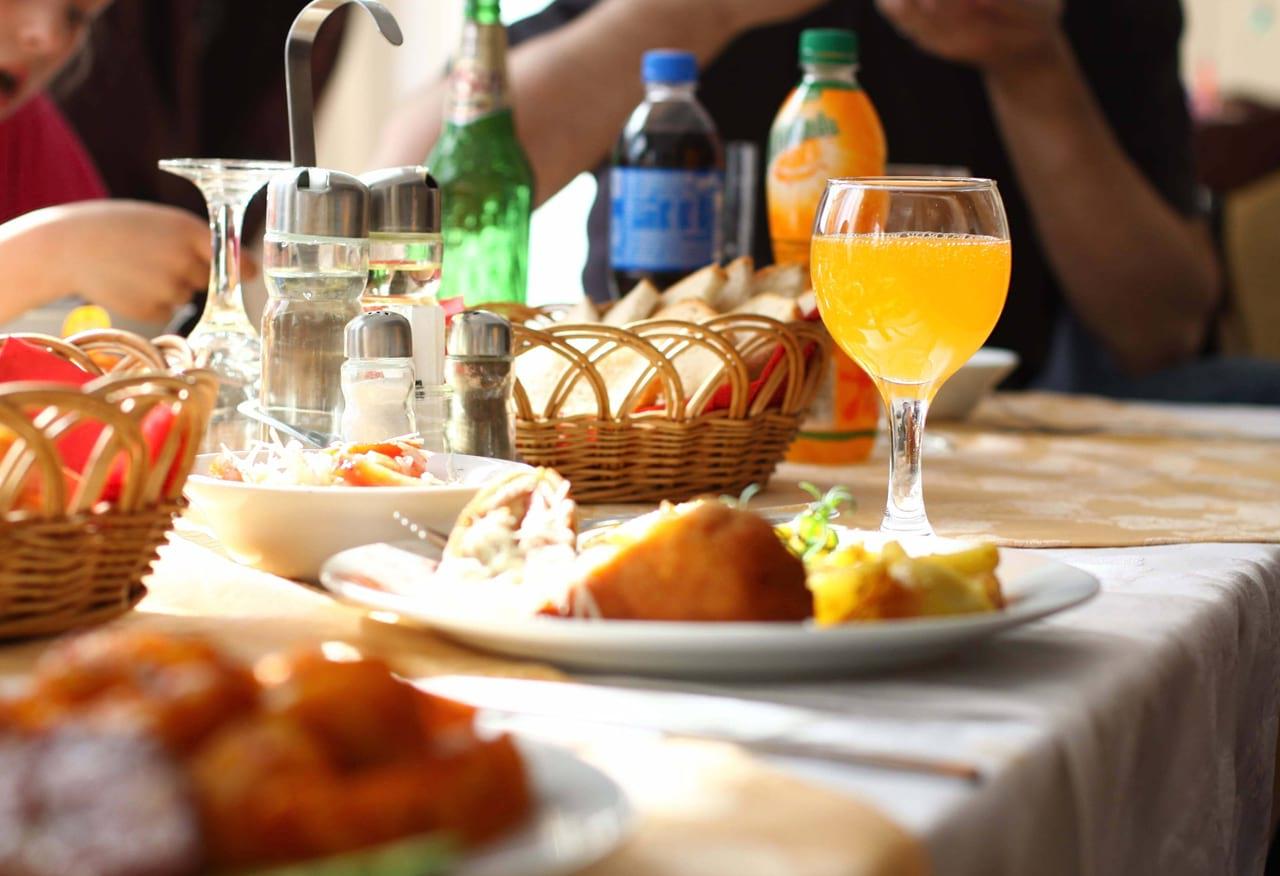 restaurant-activitati-mancare-pensiunea-skiland-baisoara-pensiune-baisoara-apuseni